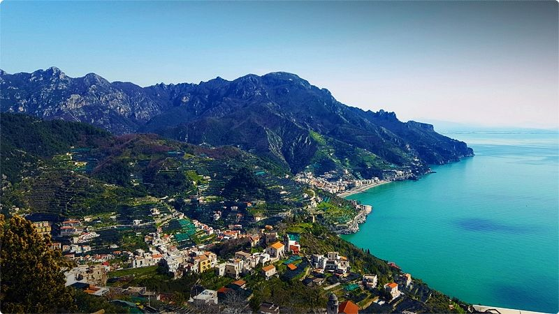 The town of Ravello is situated 350 metres above sea level, on top of the high cliffs, and offers a fabulous view along the Amalfi Coast.