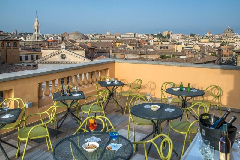 Centrally set in Rome, Hotel Damaso is 150 m from Piazza Navona and a 2-minute walk from Campo de' Fiori.